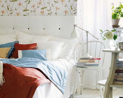 Flowerpot, Room, Interior design, Bed, Textile, Bedding, Wall, Bedroom, Bed sheet, Furniture,