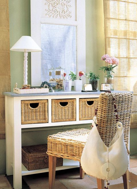 Room, Interior design, Interior design, Drawer, Linens, Flower Arranging, Home accessories, Bouquet, Vase, Centrepiece,
