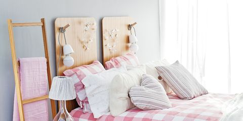 Wood, Room, Textile, Floor, Interior design, Flooring, Pink, Wood flooring, Furniture, Linens,