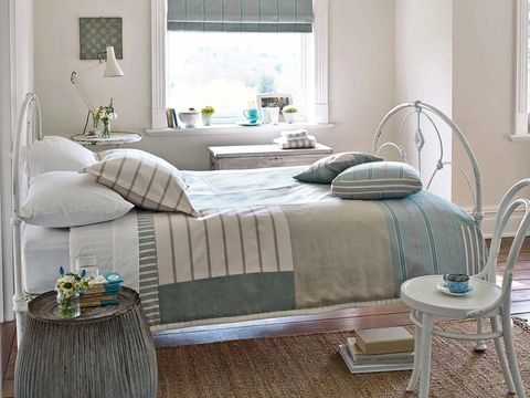 Room, Interior design, Green, Bed, Floor, Property, Bedding, Home, Wall, Textile,