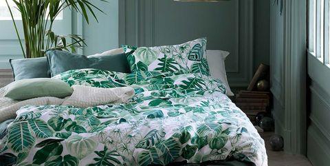 Bed sheet, Bedroom, Bedding, Room, Furniture, Green, Bed, Interior design, Property, Duvet cover,