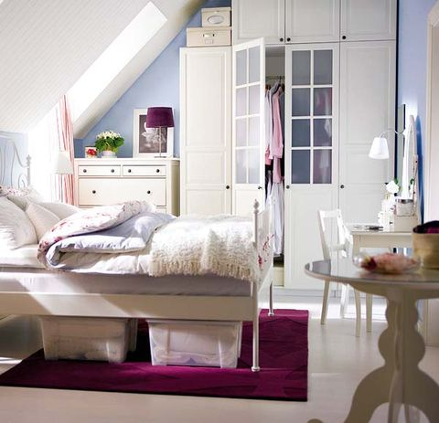Room, Interior design, Property, Textile, Floor, Bedroom, Home, Bedding, Wall, Bed,