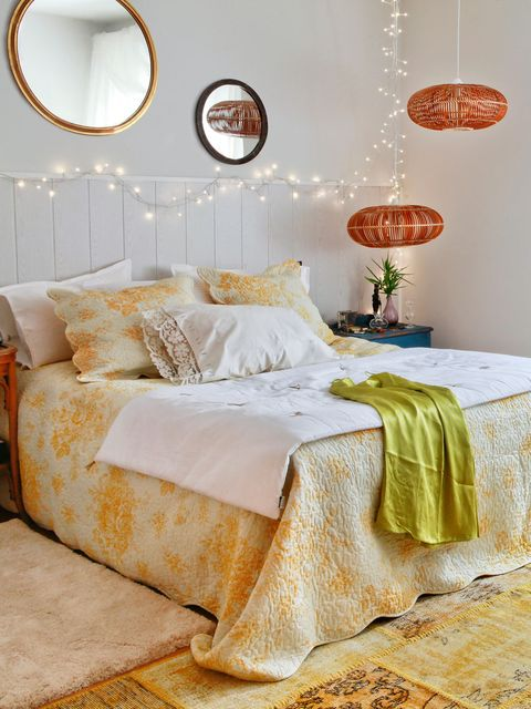 Room, Interior design, Lighting, Yellow, Property, Wall, Bedroom, Textile, Bed, Bedding,