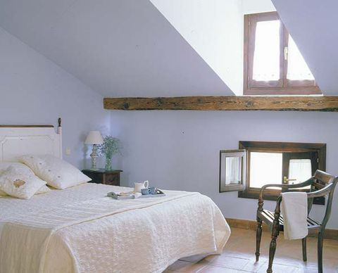 Wood, Room, Interior design, Property, Bed, Wall, Textile, Furniture, Linens, Bedding,