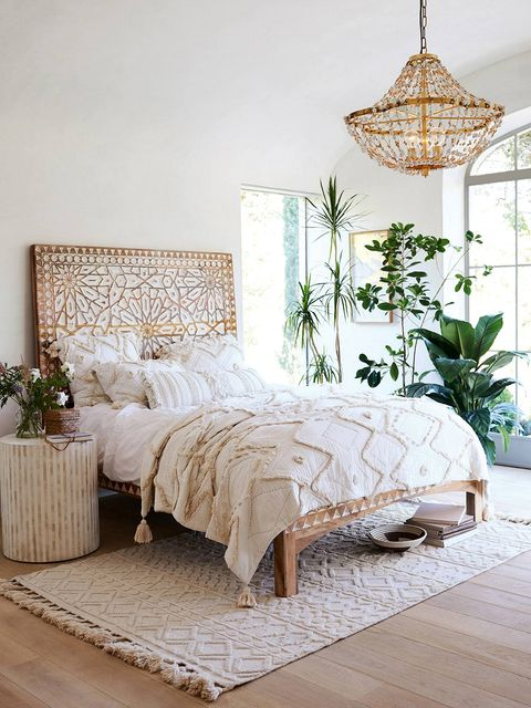 Bedroom, Bed, Furniture, Room, Bed frame, Bedding, Bed sheet, Interior design, Nightstand, Wall,