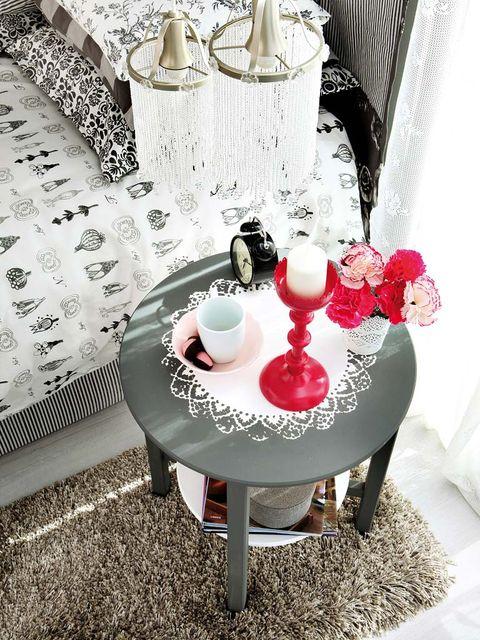 Room, Serveware, White, Furniture, Table, Interior design, Dishware, Pink, Linens, Petal,