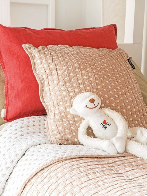 Room, Textile, Interior design, Wall, Linens, Cushion, Bedding, Pillow, Bed, Stuffed toy,