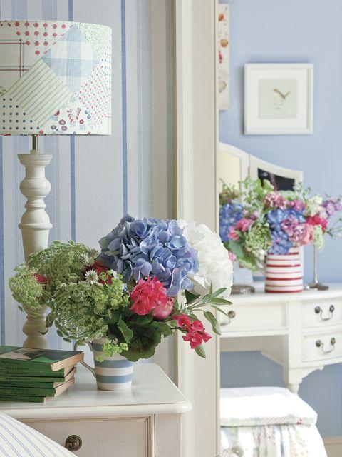 Blue, Room, Flower, Interior design, Bouquet, Petal, Interior design, Cut flowers, Artifact, Flower Arranging,