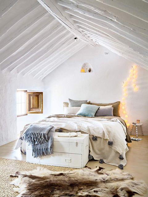 Bedroom, Bed, Furniture, Room, Bed sheet, Bed frame, Bedding, Ceiling, Property, Interior design,