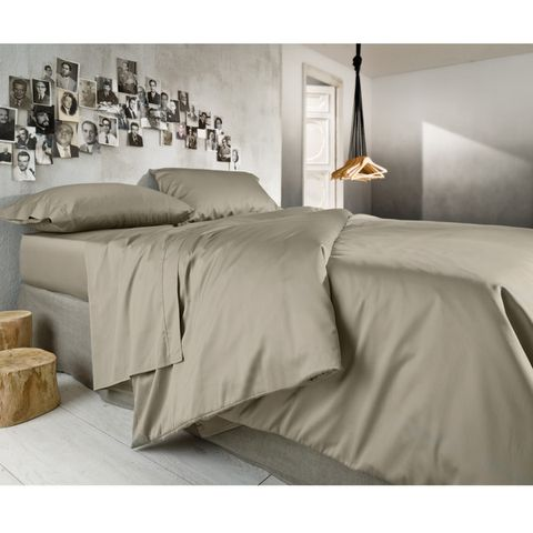 Lighting, Room, Interior design, Bed, Bedding, Property, Bedroom, Textile, Wall, Bed sheet,