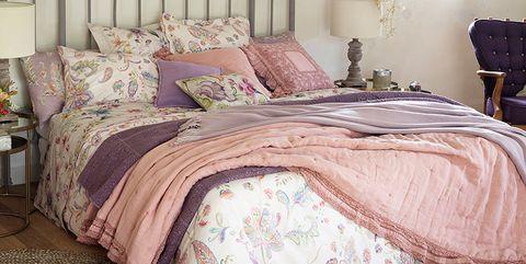 Bed, Room, Product, Interior design, Bedding, Property, Floor, Bedroom, Bed sheet, Textile,