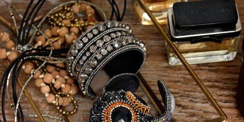 Chain, Iron, Metal, Body jewelry, Display device, Audio accessory, Bronze, Craft, Spiral, Communication Device,
