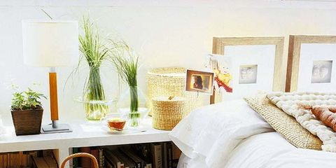 Flowerpot, Textile, Room, Linens, Bedding, Interior design, Bedroom, Bed sheet, Bed, Home accessories,