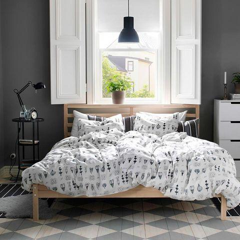 Bed sheet, Furniture, Bedding, Bedroom, Bed, White, Bed frame, Room, Duvet cover, Duvet,