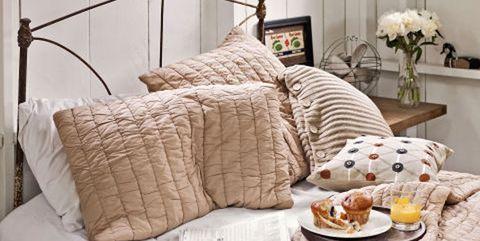 Dormitorio acogedor: desayuno en la cama