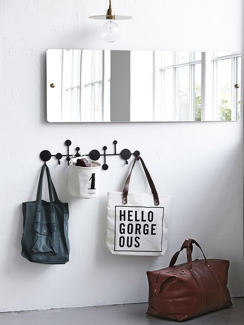 Bag, Room, Style, Wall, Luggage and bags, Fashion, Shoulder bag, Light fixture, Leather, Tan,