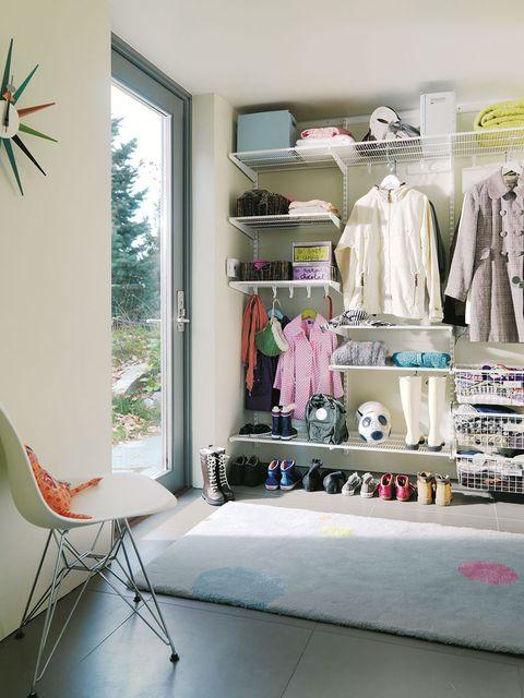 Room, Interior design, Clothes hanger, Fixture, Shelving, Retail, Closet, Boutique, Outlet store, Shelf,