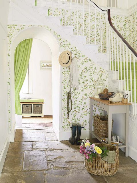 Interior design, Stairs, Room, Wall, Floor, Flooring, Flowerpot, Interior design, Molding, Basket,
