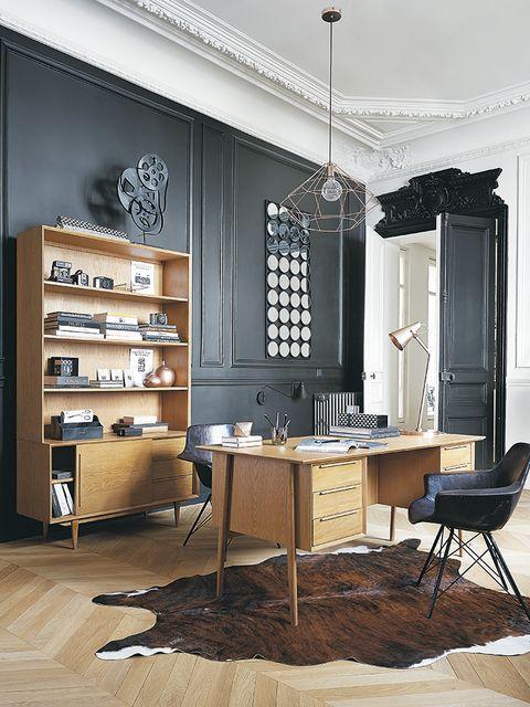 Wood, Floor, Room, Interior design, Flooring, Furniture, Table, Shelf, Light fixture, Ceiling,