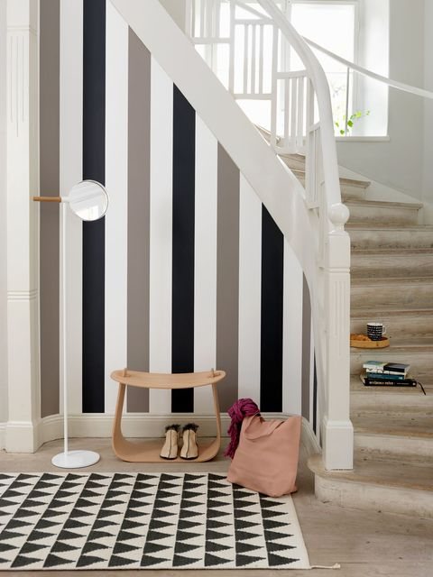 Stairs, Bag, Handrail, Luggage and bags, Baluster, Material property, Design, Building material, Molding, Daylighting,