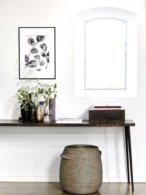 Room, Flowerpot, Interior design, Wall, Interior design, Houseplant, Rectangle, Home accessories, Vase, Still life photography,