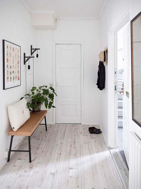 Floor, Room, Flooring, Property, Wood flooring, Interior design, Tile, Laminate flooring, Building, Wall,
