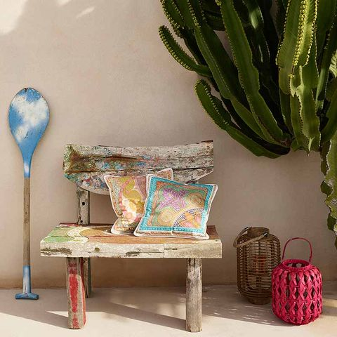 Teal, Terrestrial plant, Luggage and bags, Interior design, Cutlery, Turquoise, Spoon, Aqua, Kitchen utensil, Bag,