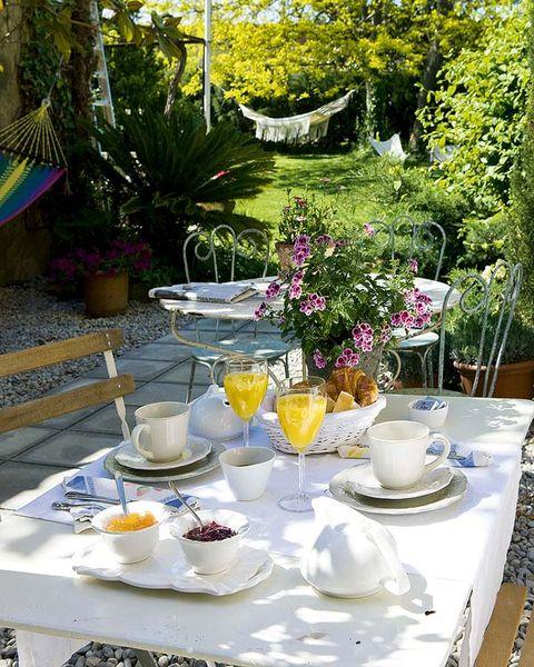 Serveware, Dishware, Tablecloth, Flowerpot, Table, Furniture, Porcelain, Drinkware, Tableware, Linens,