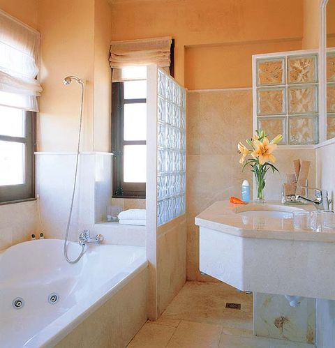 Plumbing fixture, Room, Interior design, Architecture, Property, Wall, Glass, Real estate, Bathtub, Tile,