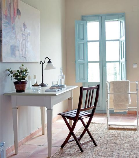 Room, Wood, Flowerpot, Interior design, Furniture, Table, Floor, Chair, Glass, Fixture,