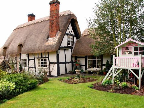 Cottage, Thatching, Property, House, Home, Building, Roof, Yard, Farmhouse, Estate,