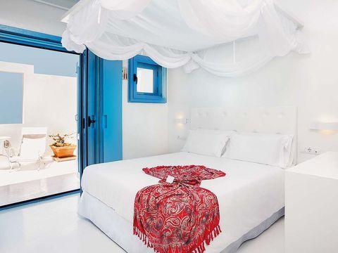 Room, Interior design, Bed, Property, Textile, Bedding, Floor, Wall, Bedroom, Bed sheet,