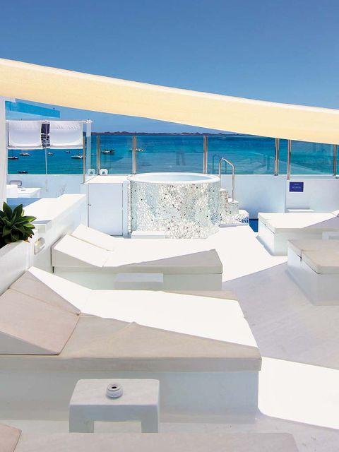 Concrete, Aqua, Composite material, Stairs, Urban design, Shade, Design, Daylighting,