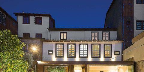 Window, Facade, Real estate, Residential area, Home, Garden, Yard, Courtyard, Door, Backyard,