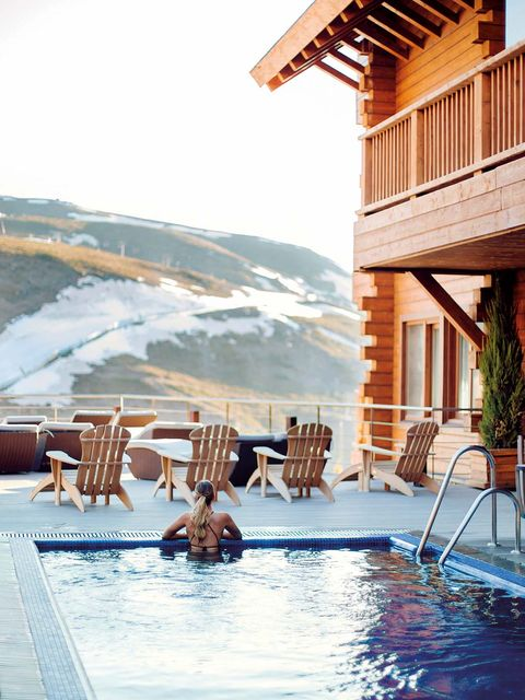 Swimming pool, Resort, Property, Leisure, Sunlounger, House, Home, Leisure centre, Building, Vacation,