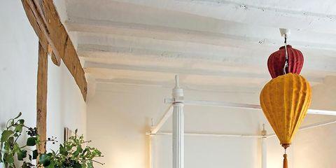 Room, Interior design, Bed, Property, Floor, Textile, Wall, Flooring, Linens, Real estate,