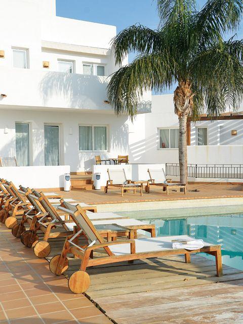 Wood, Swimming pool, Outdoor furniture, Real estate, Sunlounger, Hardwood, Arecales, Resort, Lumber, Palm tree,