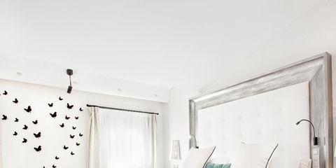 Bed, Room, Interior design, Floor, Property, Textile, Wall, Bedroom, Bedding, Flooring,
