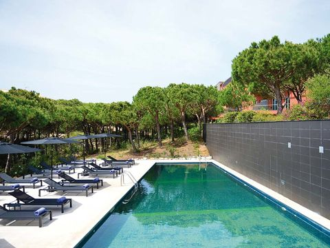 Property, Swimming pool, Outdoor furniture, Resort, Sunlounger, Composite material, Watercraft, Resort town, Chaise longue, Hotel,
