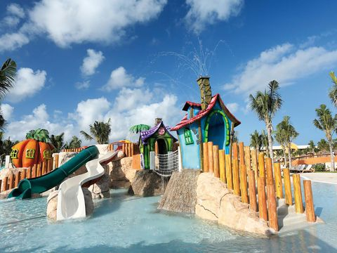 Fun, Cloud, Water, Leisure, Town, Public space, Tourism, Aqua, Summer, Water park,