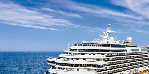 Cruise ship, Liquid, Passenger ship, Ocean, Watercraft, Horizon, Naval architecture, Boat, Fluid, Sea,
