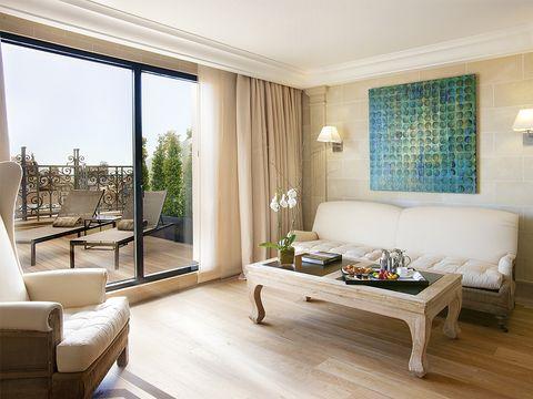 Wood, Room, Interior design, Floor, Flooring, Property, Furniture, Living room, Home, Wall,