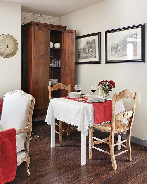 Wood, Room, Tablecloth, Floor, Interior design, Furniture, Flooring, Textile, Table, Hardwood,