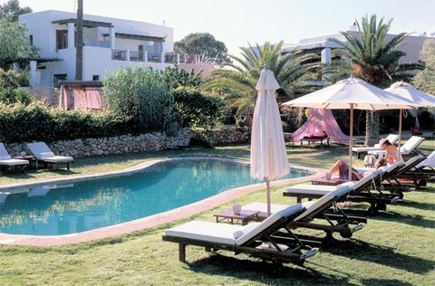Plant, Property, Swimming pool, Leisure, Tree, Real estate, Outdoor furniture, Residential area, Sunlounger, Resort,