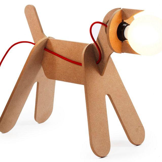lámpara de mesa con forma de perro get out natural, de eno studio