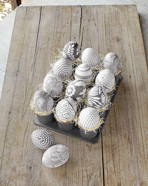 huevos de pascua con dibujos impresos