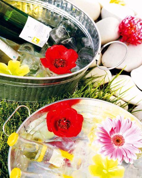 Yellow, Petal, Flower, Flowering plant, Cut flowers, Holiday, Flower Arranging, Rose family, Floral design, Floristry,