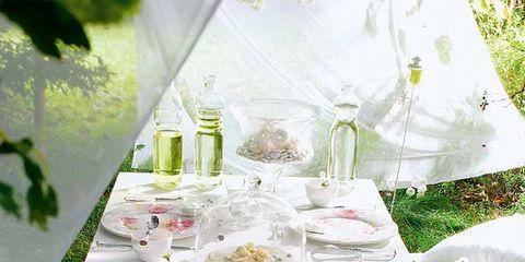 Tablecloth, Petal, Bouquet, Linens, Cut flowers, Centrepiece, Flower Arranging, Floristry, Dishware, Home accessories,