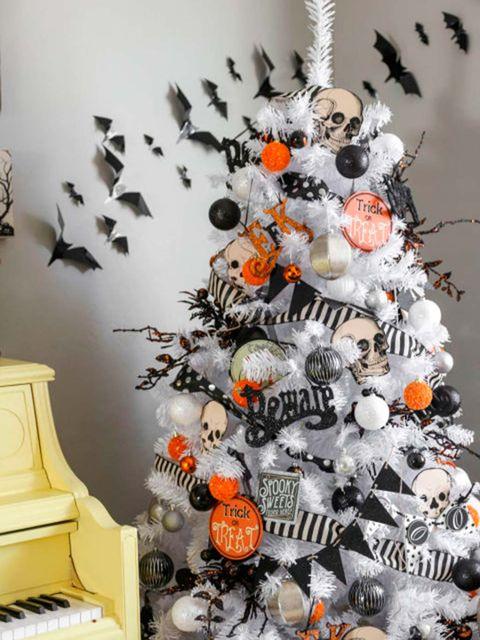Christmas tree, Christmas decoration, Tree, Room, Plant, Interior design, Snowman, Christmas ornament,