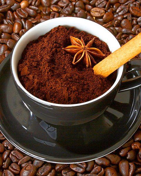 taza de café y granos de café
